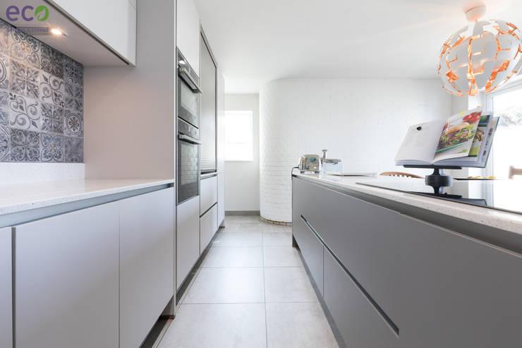 Cocinas de estilo  por Eco German Kitchens, Moderno Tablero DM