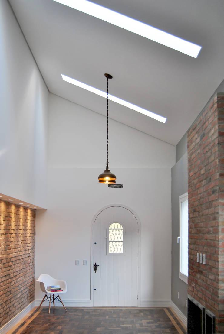 Salon de style  par K+S arquitetos associados,
