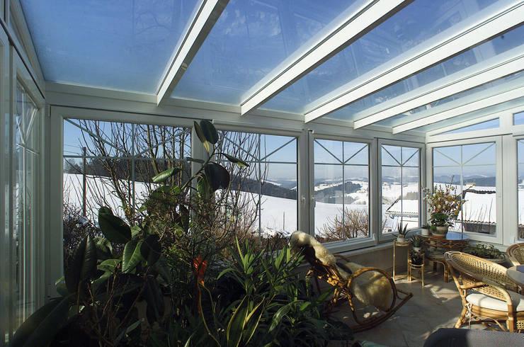 Jardines de invierno de estilo  por Schmidinger Wintergärten, Fenster & Verglasungen