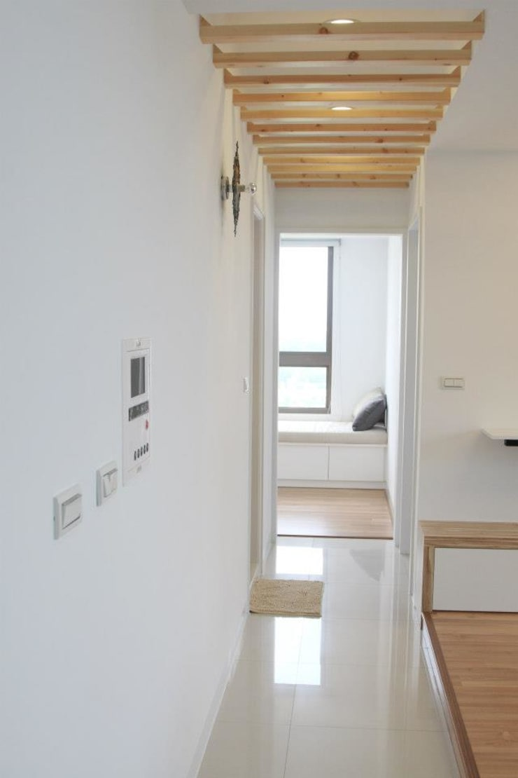 Scandinavian style corridor, hallway& stairs by 鹿敘空間設計 Scandinavian