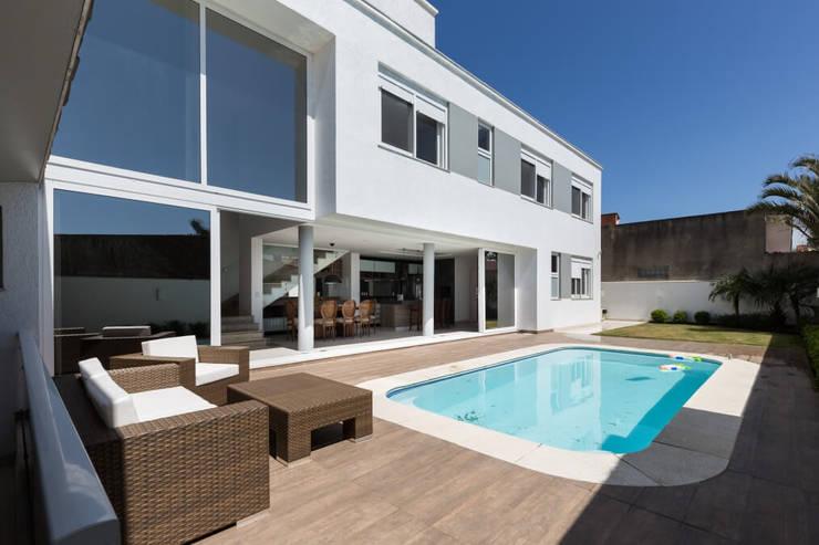 Casa Rio da Varzea: Casas  por 151 office Arquitetura LTDA