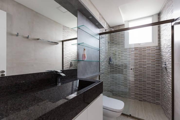 modern Bathroom by 151 office Arquitetura LTDA