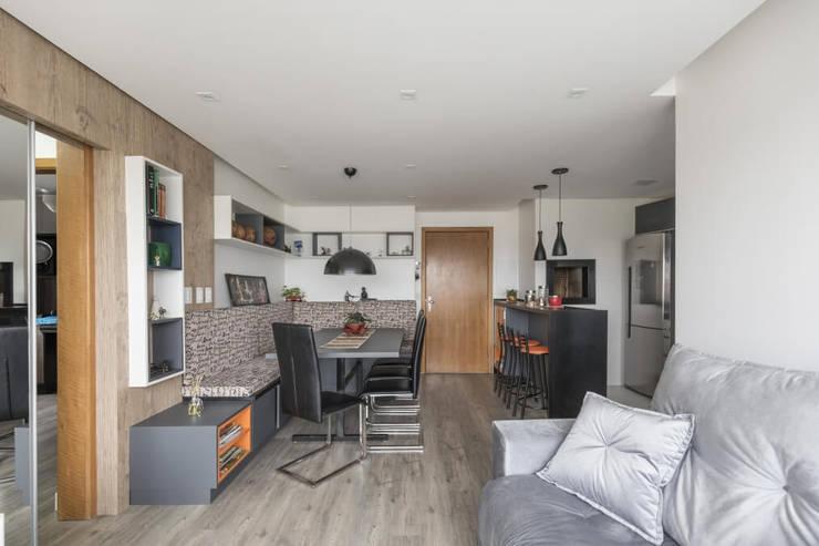 Apartamento GPF: Sala de estar  por 151 office Arquitetura LTDA