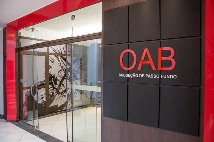 OAB Subseção de Passo Fundo RS: Centros de congressos  por Carla Almeida Arquitetura,Clássico