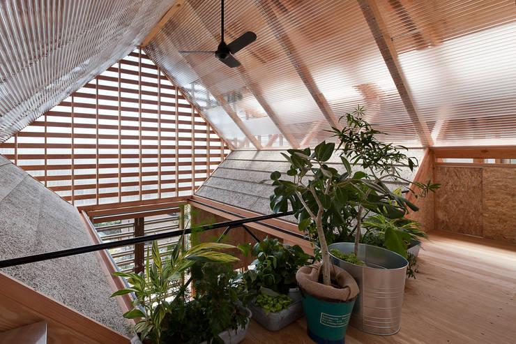 Jardines de invierno de estilo  por A.A.TH ああす設計室