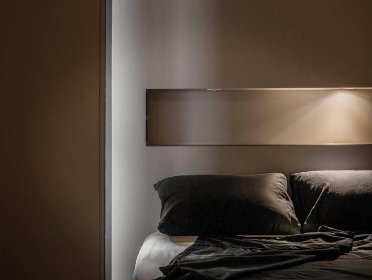 家的溫度 豁然:  臥室 by 晨室空間設計有限公司
