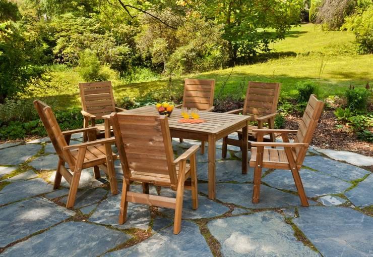 Set da giardino tavolo + 6 sedie: Giardino in stile  di ONLYWOOD