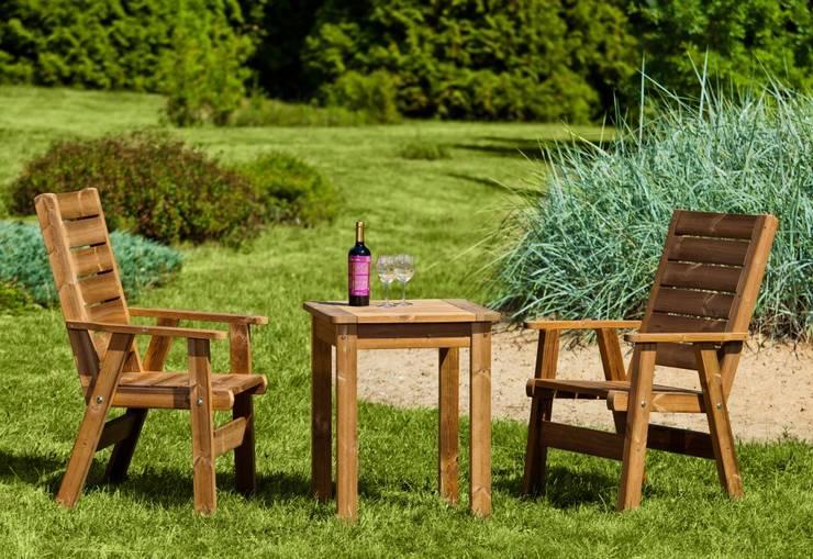 Set da giardino Tavolino + 2 poltrone: Giardino in stile  di ONLYWOOD