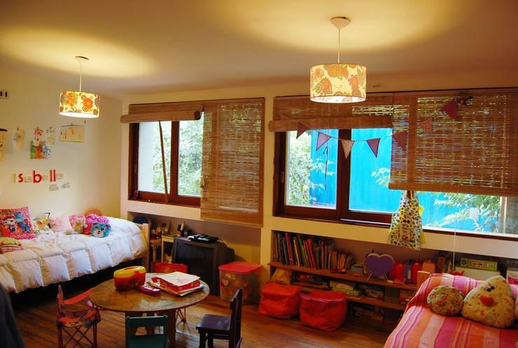 CASA VIVA: Dormitorios infantiles de estilo  por Guadalupe Larrain arquitecta