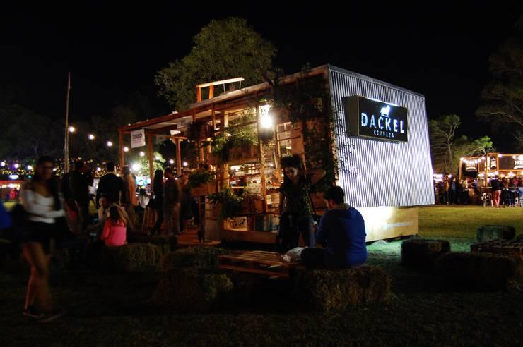 Espacio DACKEL para Picurba: Bares y Clubs de estilo  por Guadalupe Larrain arquitecta