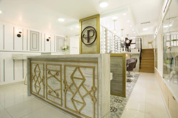 PRAGA SALÓN: Espacios comerciales de estilo  por @tresarquitectos, Clásico