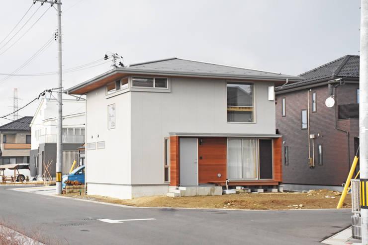 方形屋根のシンプルな外観: 合同会社negla設計室が手掛けた家です。,
