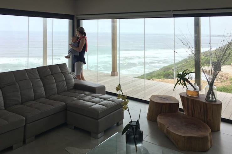 Brenton House Living room 01:  Living room by Sergio Nunes Architects, Scandinavian Glass