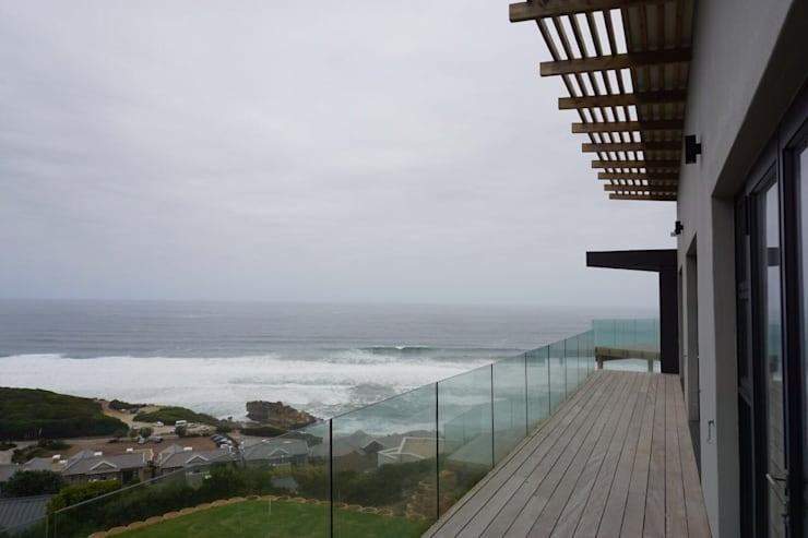 Brenton House view from balcony:  Houses by Sergio Nunes Architects, Modern Solid Wood Multicolored
