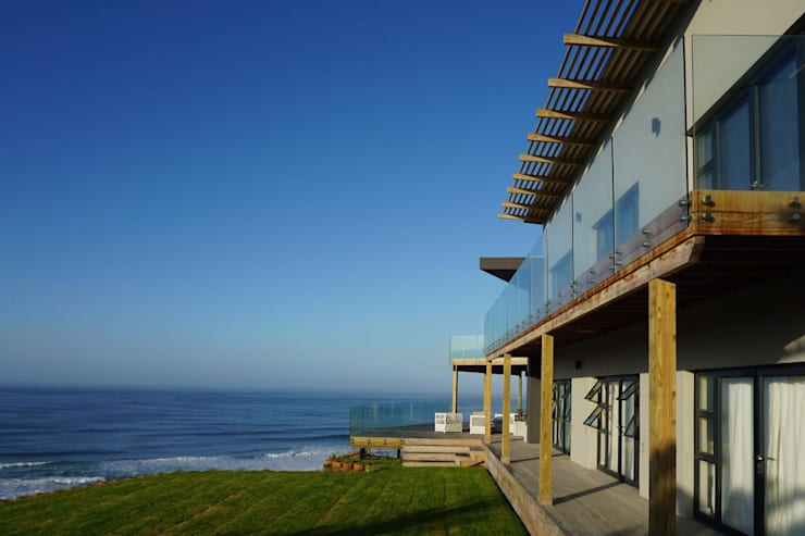 Brenton house main facade & context:  Houses by Sergio Nunes Architects, Modern Glass