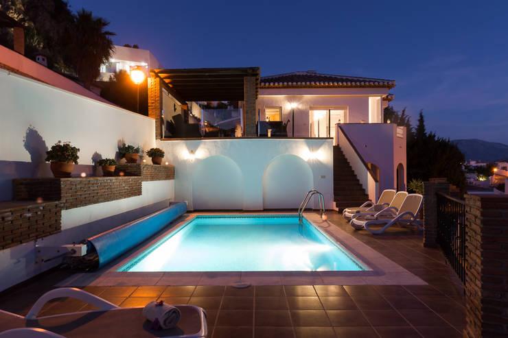 Piletas de estilo mediterraneo por Home & Haus | Home Staging & Fotografía