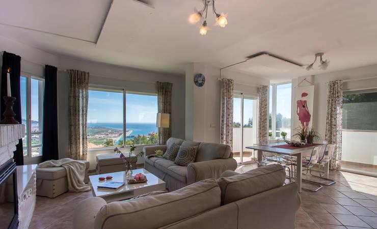 Livings de estilo mediterraneo por Home & Haus | Home Staging & Fotografía