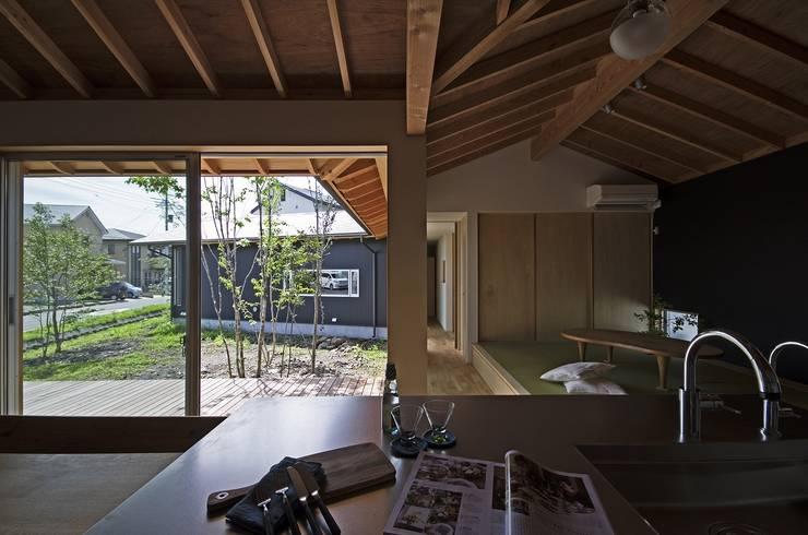 Jardin moderne par 岡本和樹建築設計事務所 Moderne