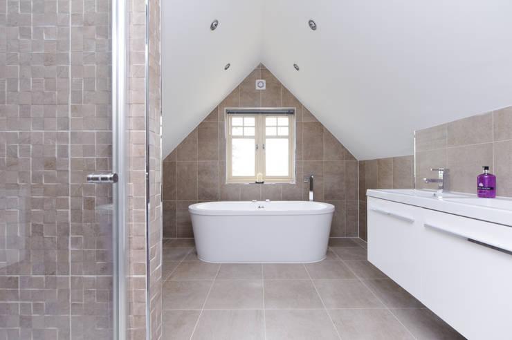 minimalistic Bathroom by Jonathan Hagen Photography
