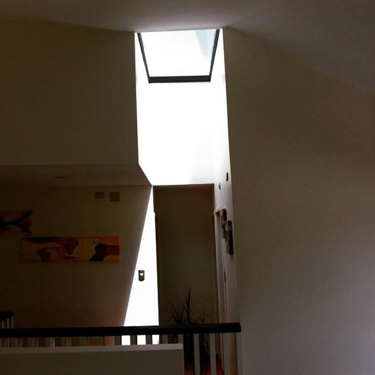 CASA X : Dormitorios de estilo  por Francisco Parada Arquitectos