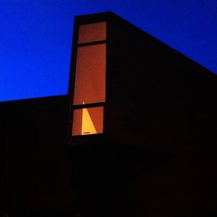 CASA X : Casas de estilo  por Francisco Parada Arquitectos