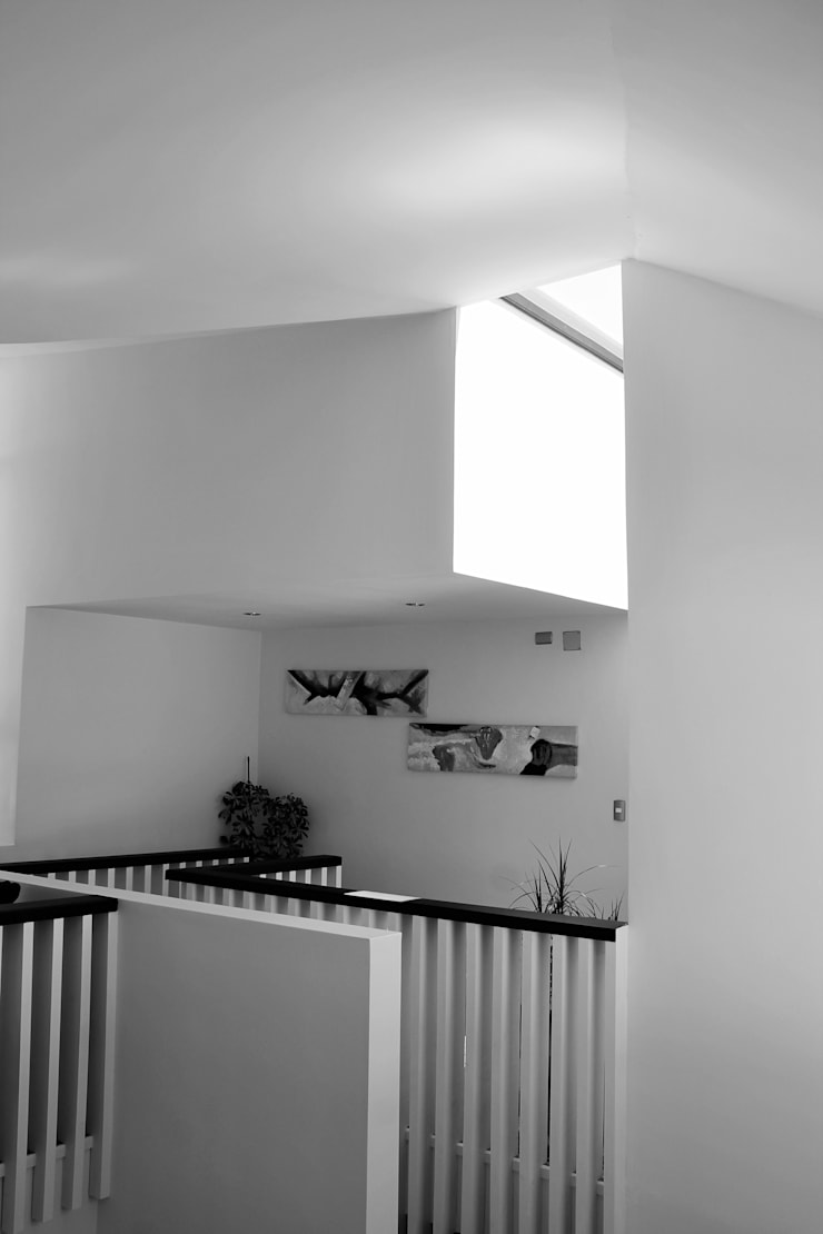 CASA X : Paredes de estilo  por Francisco Parada Arquitectos