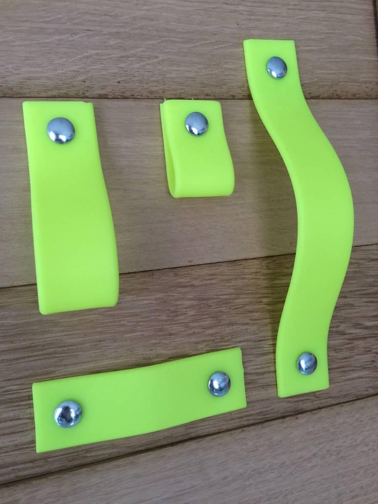 neon geel kastgreep: modern  door Neongreepjes, Modern Kunststof