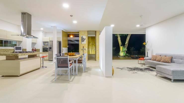 Casa de la Acacia: Cocinas de estilo  por David Macias Arquitectura & Urbanismo