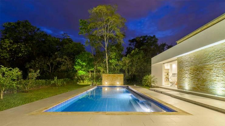 Casa de la Acacia: Piscinas de estilo moderno por David Macias Arquitectura & Urbanismo
