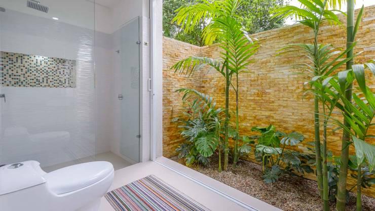 Casa de la Acacia - Sombra Natural: Baños de estilo  por David Macias Arquitectura & Urbanismo