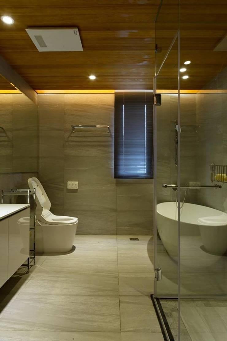 【廁所】:   by 衍相室內裝修設計有限公司
