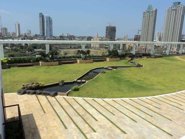 Overall landscape:  Commercial Spaces by Land Design landscape architects,