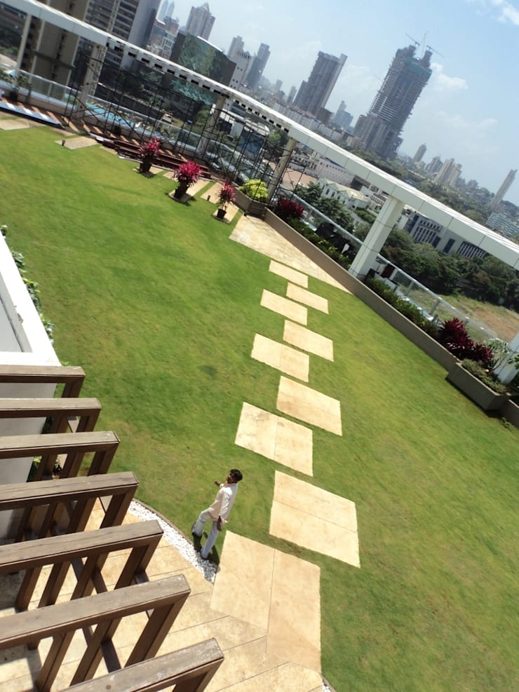 Spill out space:  Commercial Spaces by Land Design landscape architects,