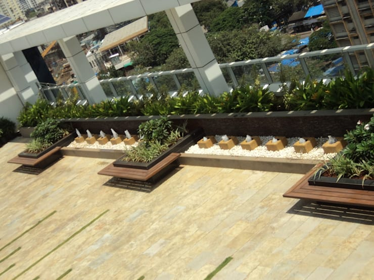 seats with planters:  Commercial Spaces by Land Design landscape architects,