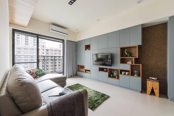 MAP HOUSE:  客廳 by 齊禾設計有限公司