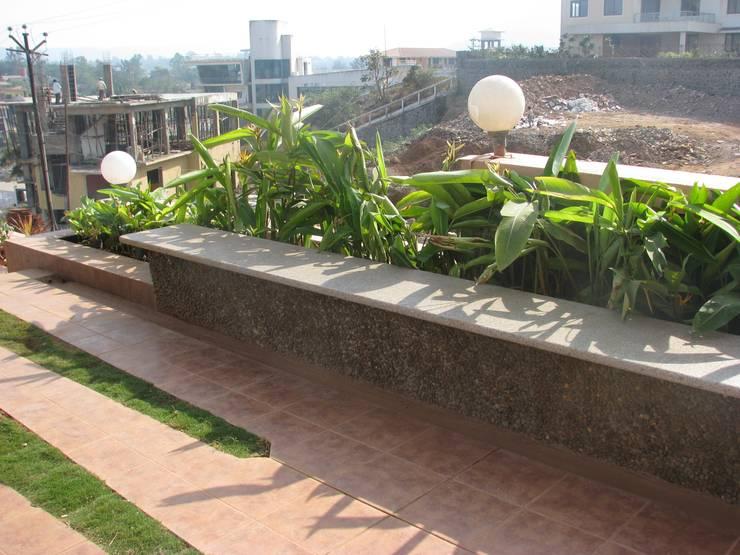 Sitting area:  Garden by Land Design landscape architects,Modern