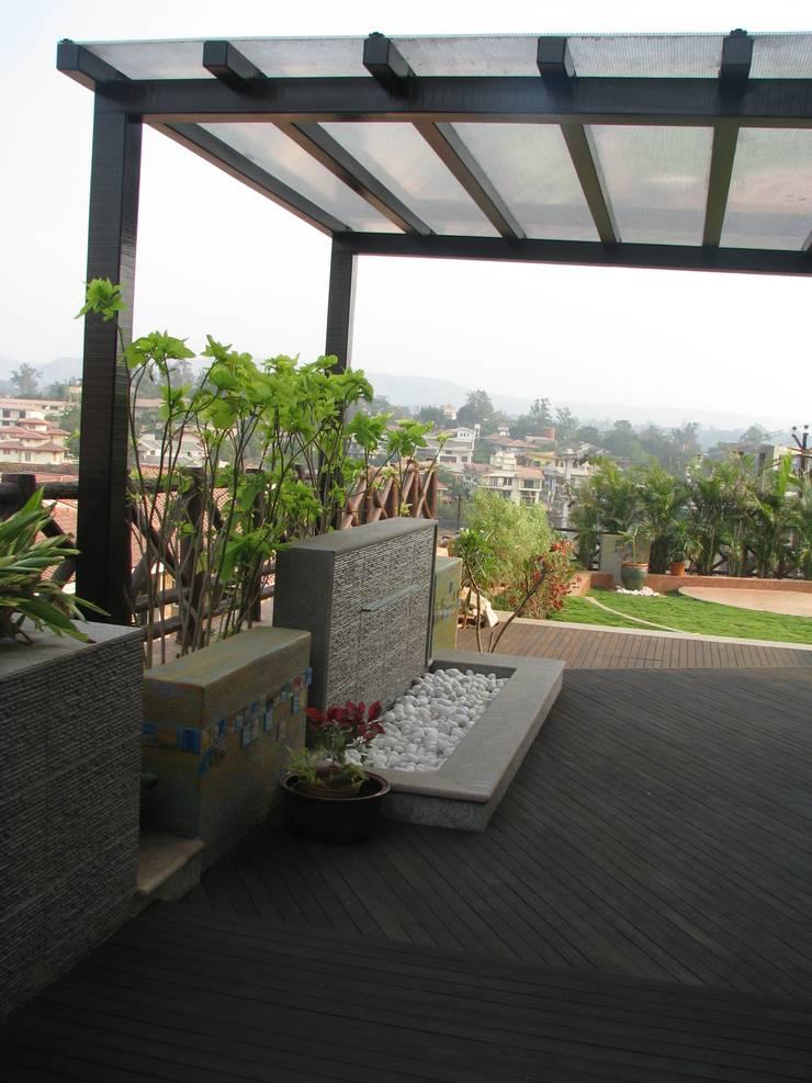 entrance plaza:  Garden by Land Design landscape architects,Modern
