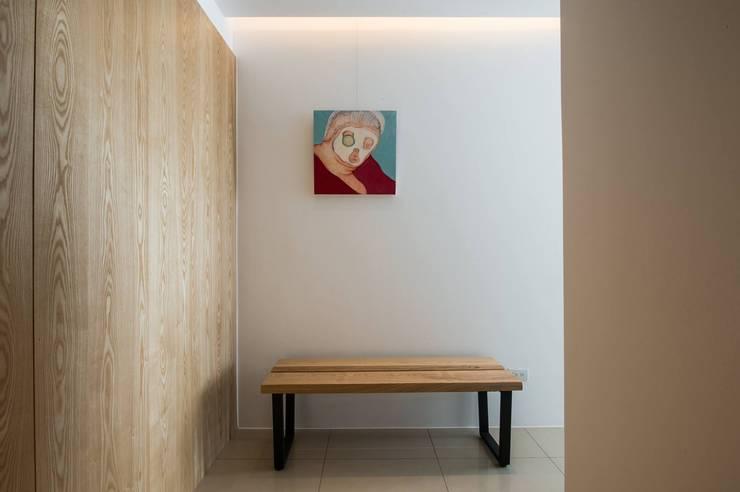 【風格家飾及畫作輕鬆打造家的style】:   by 衍相室內裝修設計有限公司
