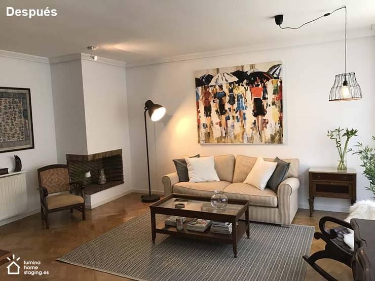 El cambio de pintura aporta otra imagen al salón:  de estilo  de Lúmina Home Staging
