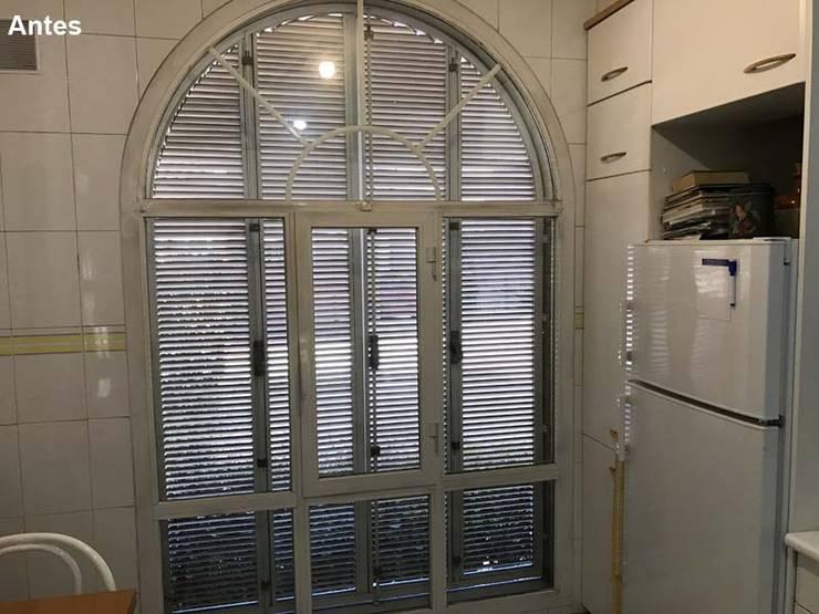 Las ventanas están para dar luz, no las cierres:  de estilo  de Lúmina Home Staging