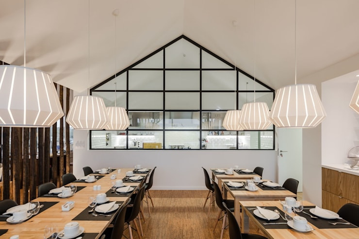 Sobreiras - Alentejo Country Hotel: Salas de jantar  por FAT - Future Architecture Thinking