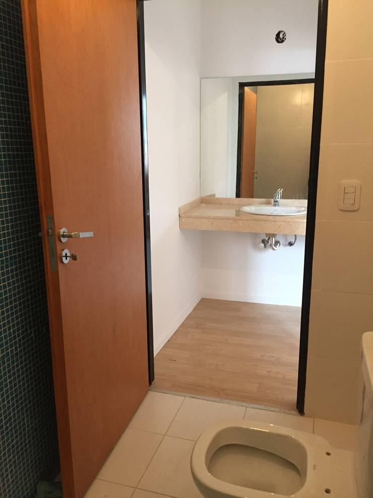 Antebaño Suite: Baños de estilo  por estudionvarquitectura