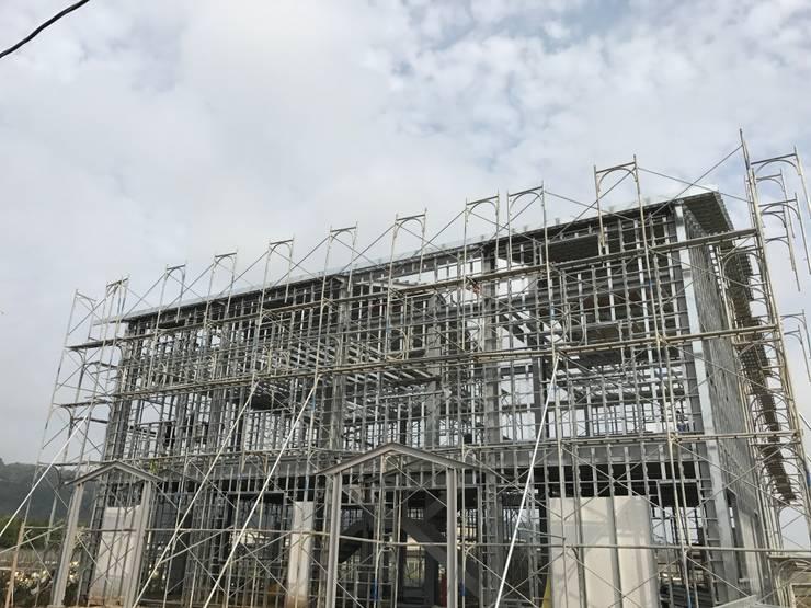 鋼構結構側面:   by 小滿工作室