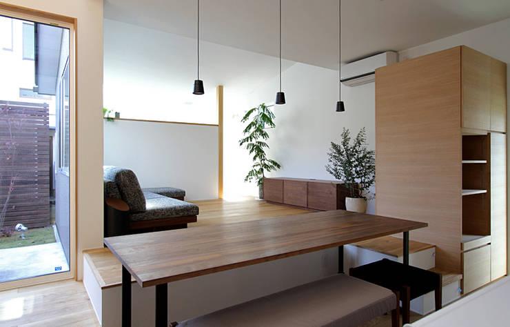 Comedores de estilo escandinavo por 福田康紀建築計画