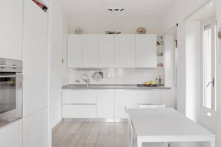 Casa Volterra: Cucina in stile  di Angelo Talia