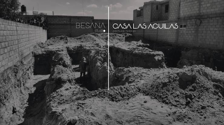 Casa Las Aguilas:  de estilo  por Besana Studio