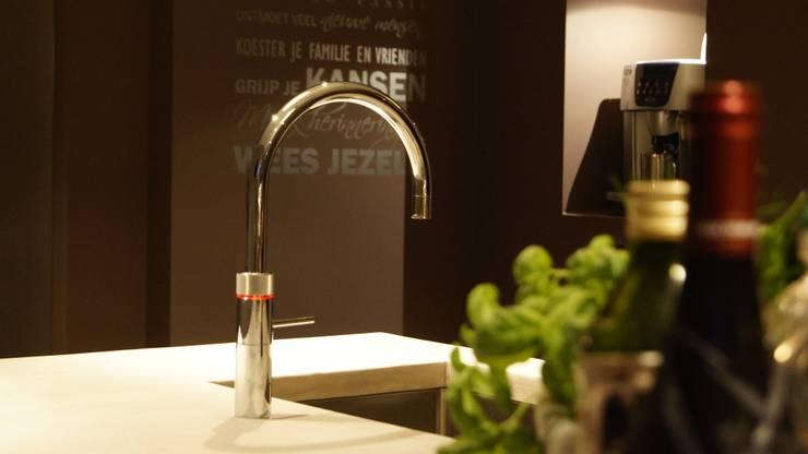 Quooker :  Keuken door Langens & Langens BV, Modern