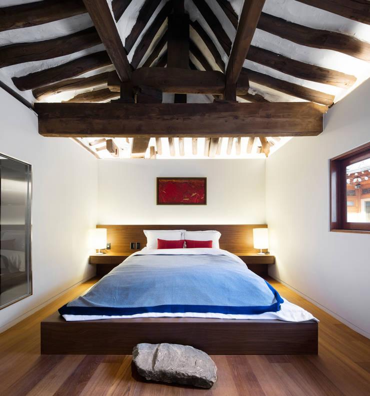 한옥에 살다: Design A3의  침실,한옥