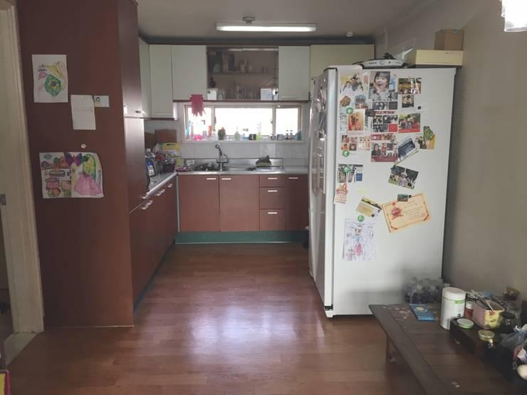[홈라떼] 일산 32평 거주중인 집 홈스타일링 : homelatte의  주방