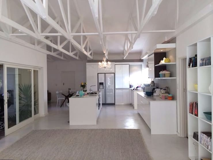 Stellenbosh home renovation:  Kitchen by Cornerstone Projects